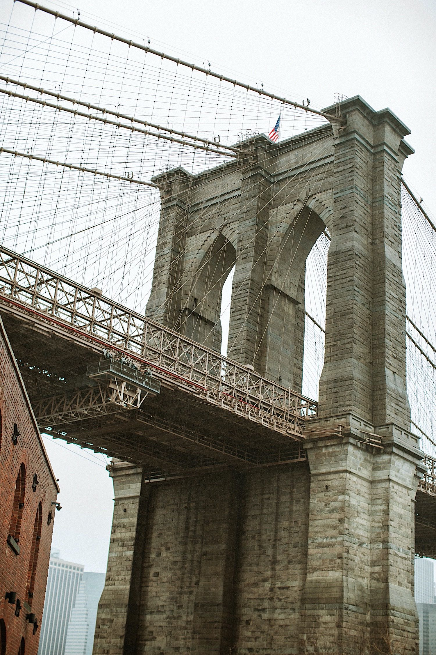 photo of brooklyn bridge in DUMBO